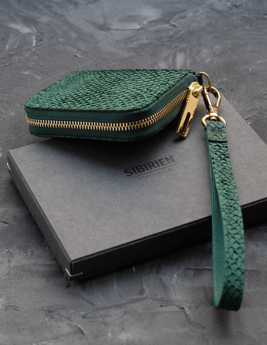 Zipper wallet green salmon leather