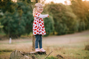 Child standing in grass with BIBI Fisioflex Sweet Rouge Sneakers