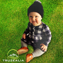 Load image into Gallery viewer, TRUZEALIA Finest Possum Merino Blend Kid's Pom Pom Beanie - Black