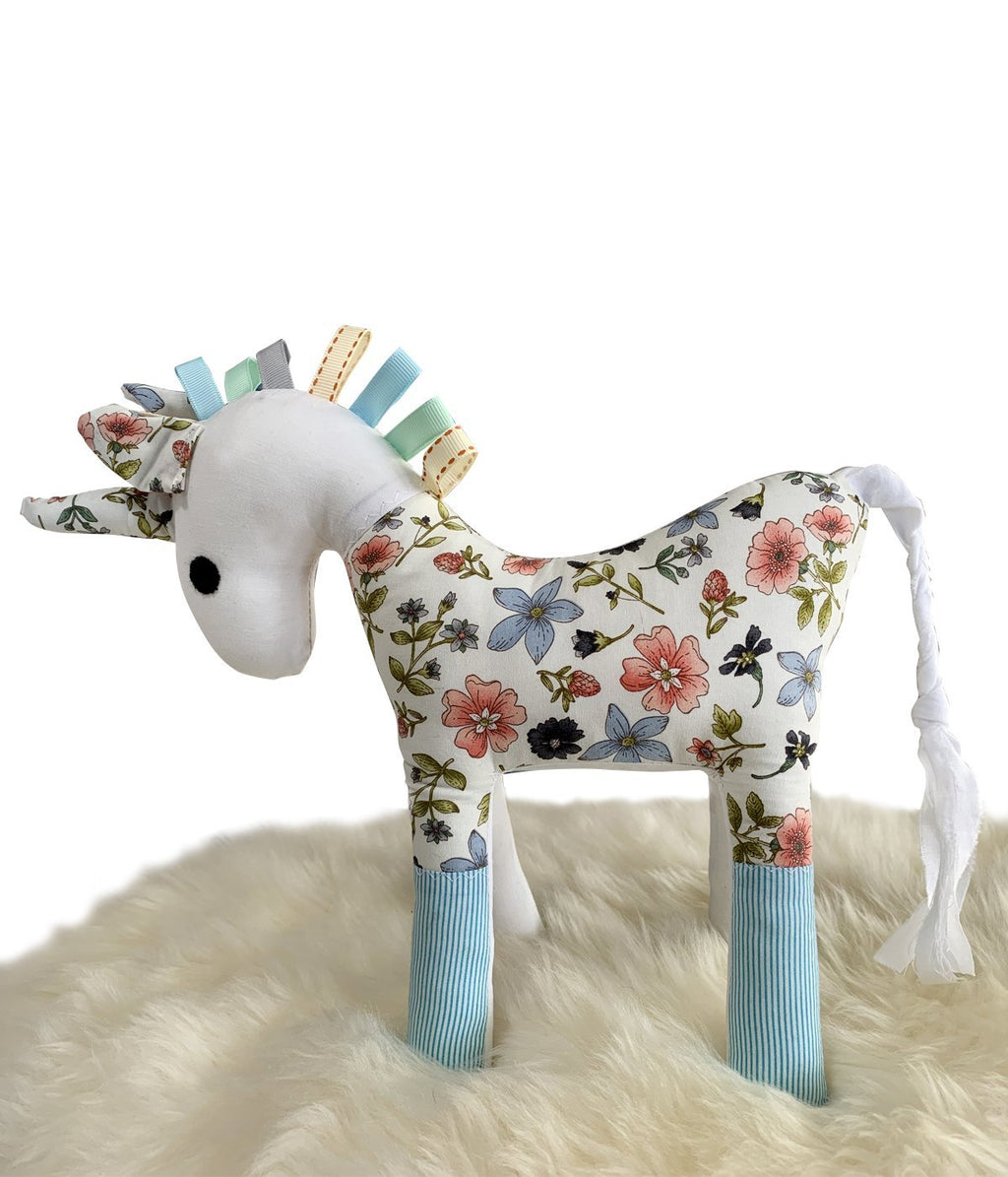 Unicorn – Pink & Blue Daisies on White - Truzealia