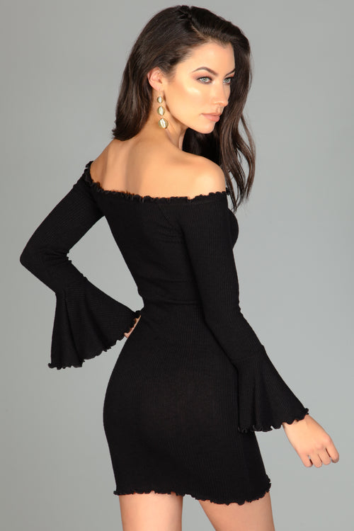 Bell-vira Sleeve Dress