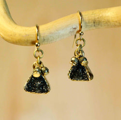 DRUZY SM TRIANGLE PYR ACCENT EARRINGS