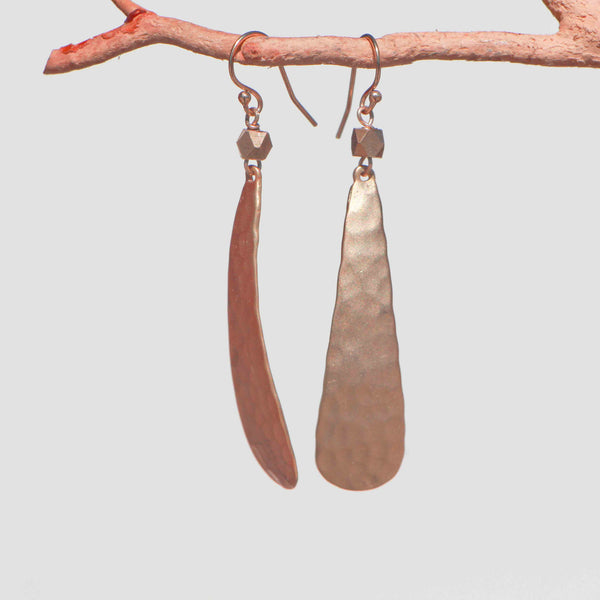 HAMMERED LONG TEAR SHAPE EARRINGS