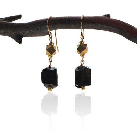 BLACK TOURMALINE SIMPLE NUGGET GOLD FILLED+PLATED EARRINGS