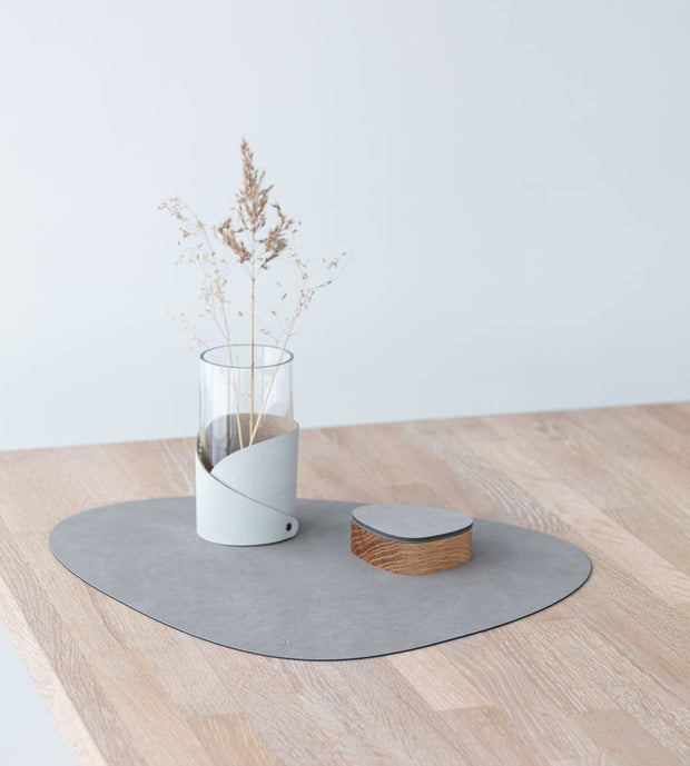LIND DNA - Table Mat Curve Large - Nupo Light Grey