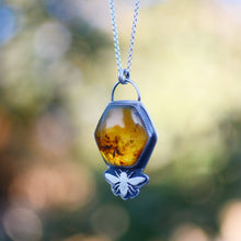 Load image into Gallery viewer, Amber Hexagon + Bee Necklace No.1