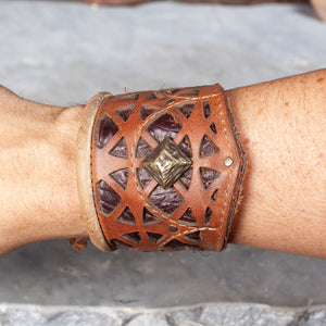 "Corvid Cuff | Tan Brown Leather | Tarnished Brass Hardware | M/L | Adjustable 8.5"" - 11.5"" 