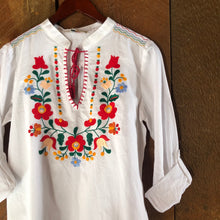 Load image into Gallery viewer, Banderas Embroidered Blouse