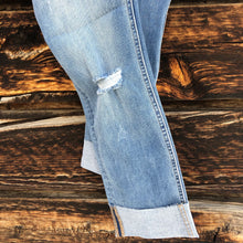 Load image into Gallery viewer, Dolly Button Fly Jeans
