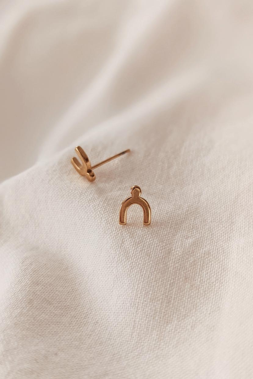 Arche is a beautiful yellow Gold Earring by Mimi & August