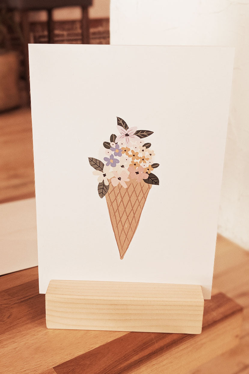 Cornet de fleurs Beautiful Greeting Card by Mimi & august