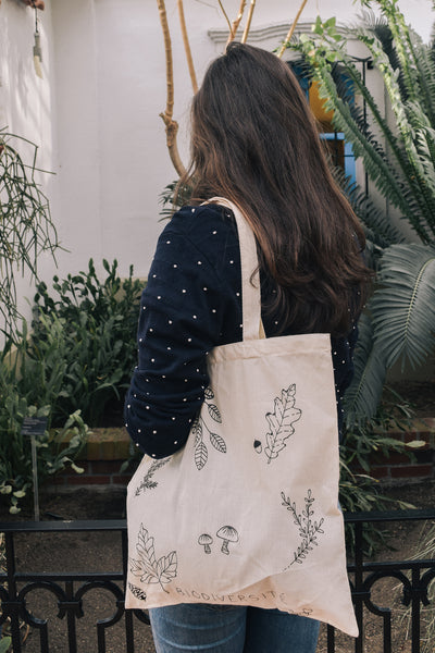 Mimi & August | Eve wearing the Biodiversité tote bag