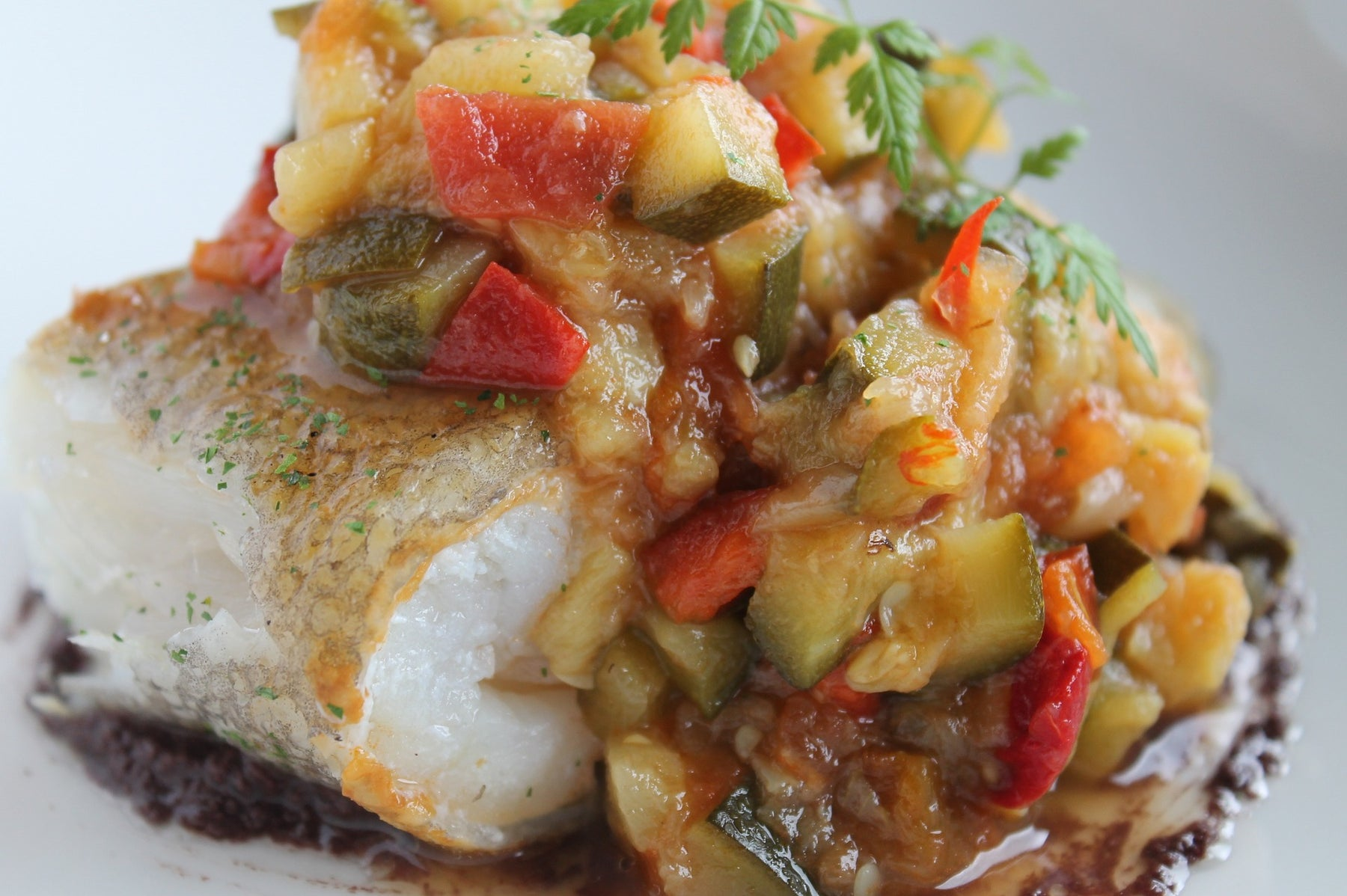 Bacalao al curry con semillas y vegetales