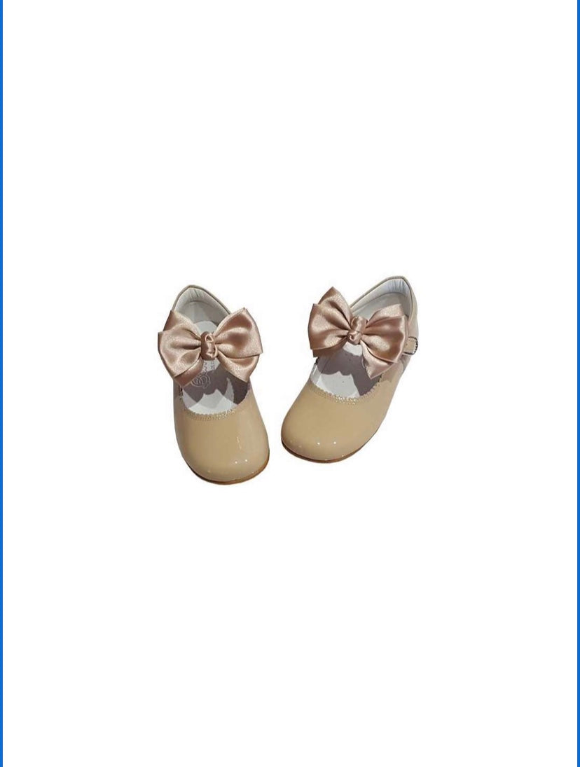 Tan MARY JANES IN PATENT BUTTERFLY BOW BAMBI SHOES