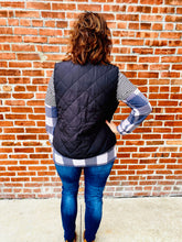 Load image into Gallery viewer, Black Quilted Sherpa Reversible Vest