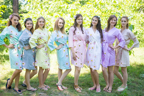 Mismatched Falling Daisies Patterned Bridesmaids Robes in Soft Tones