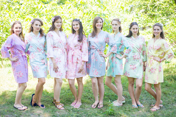 Mismatched Faded Flowers Patterned Bridesmaids Robes in Soft Tones|Mismatched Faded Flowers Patterned Bridesmaids Robes in Soft Tones|Mismatched Faded Flowers Patterned Bridesmaids Robes in Soft Tones|Faded Flowers