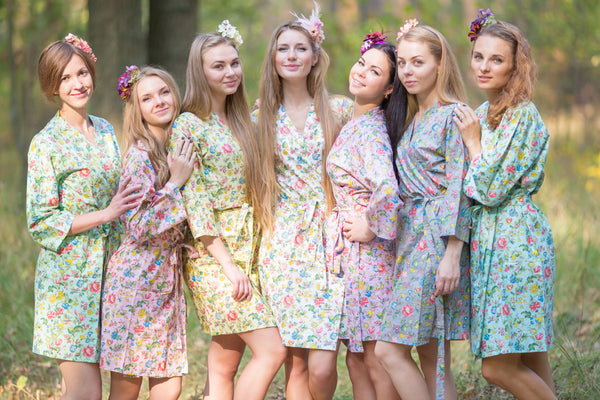 Mismatched Happy Flowers Patterned Bridesmaids Robes in Soft Tones