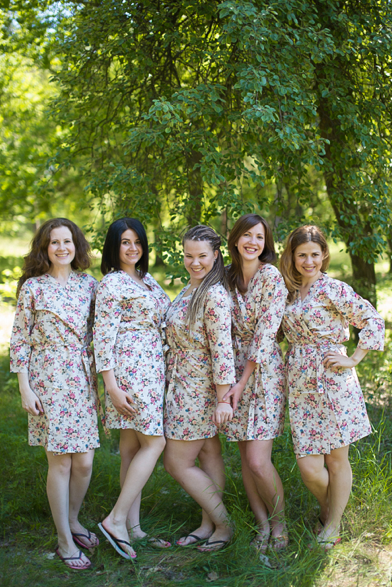 Ivory Vintage Chic Floral Pattern Bridesmaids Robes
