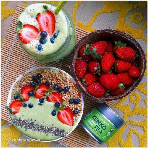 Matcha smoothie with fruits