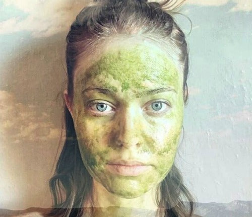 Matcha's anti-inflammatory effect is super great for your hair, skin, teeth and general beauty.