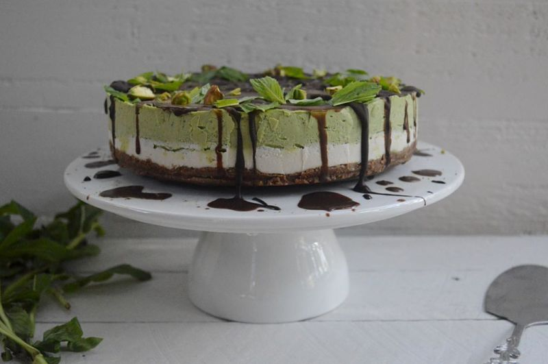 Easy Matcha Cheesecahe Recipe with Mint - Raw (no Bake)