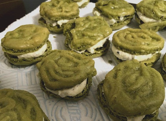 Matcha Macarons filled Black Sesame Buttercream are the great treats complementary with your favourite green tea latte