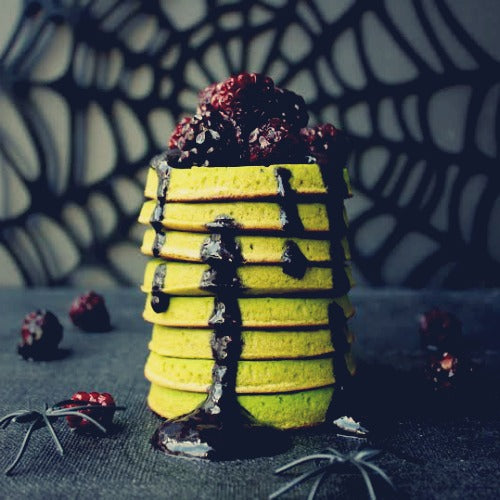 Healthy vegan gluten free matcha spinach pancakes served with yummy blackberry spirulina sauce is the AWESOME way to start your Halloween