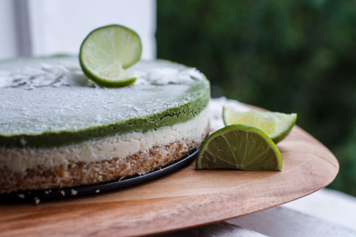 Refreshing and healthy matcha lime cheesecake for the Holidays, with the blend of tangy pineapples and lime, the sweet creamy coconut, and the earthy matcha.