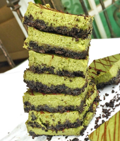 Soft and delicious Green Tea Oreo Cheesecake Bars made with the earthy matcha powder, complementary with the bittersweet Oreos