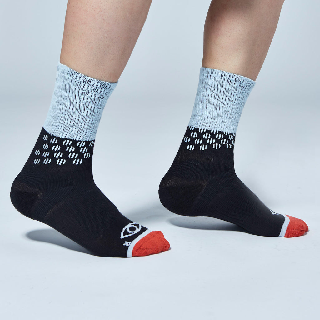ICNY SPORT Block Split Dot Reflective Half Calf Socks (Black)
