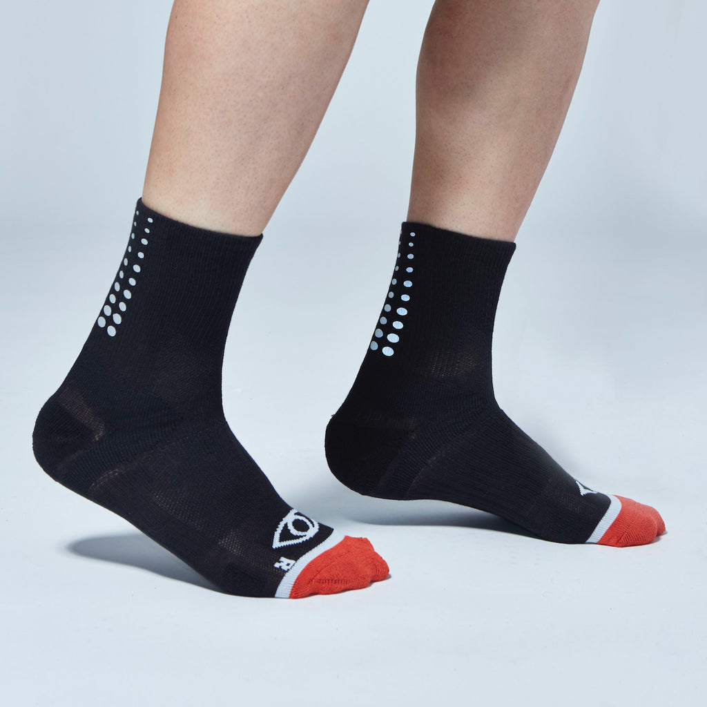 Fade Gradient Reflective Quarter Ankle Socks (Black)