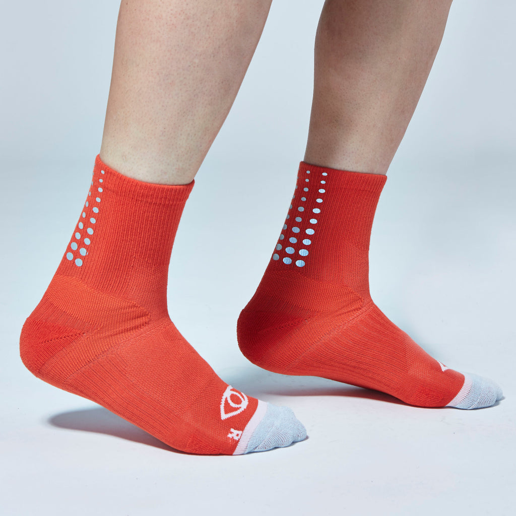 Fade Gradient Reflective Quarter Ankle Socks (Red)