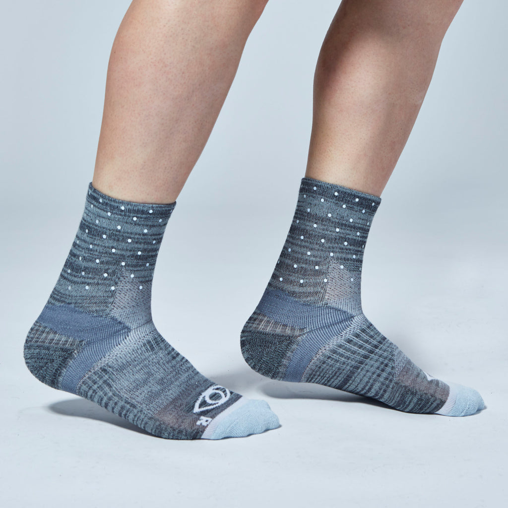 Mini Dot Reflective Quarter Ankle Socks (Gray)
