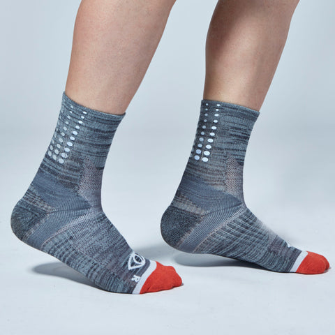 Fade Gradient Reflective Quarter Ankle Socks (Gray)