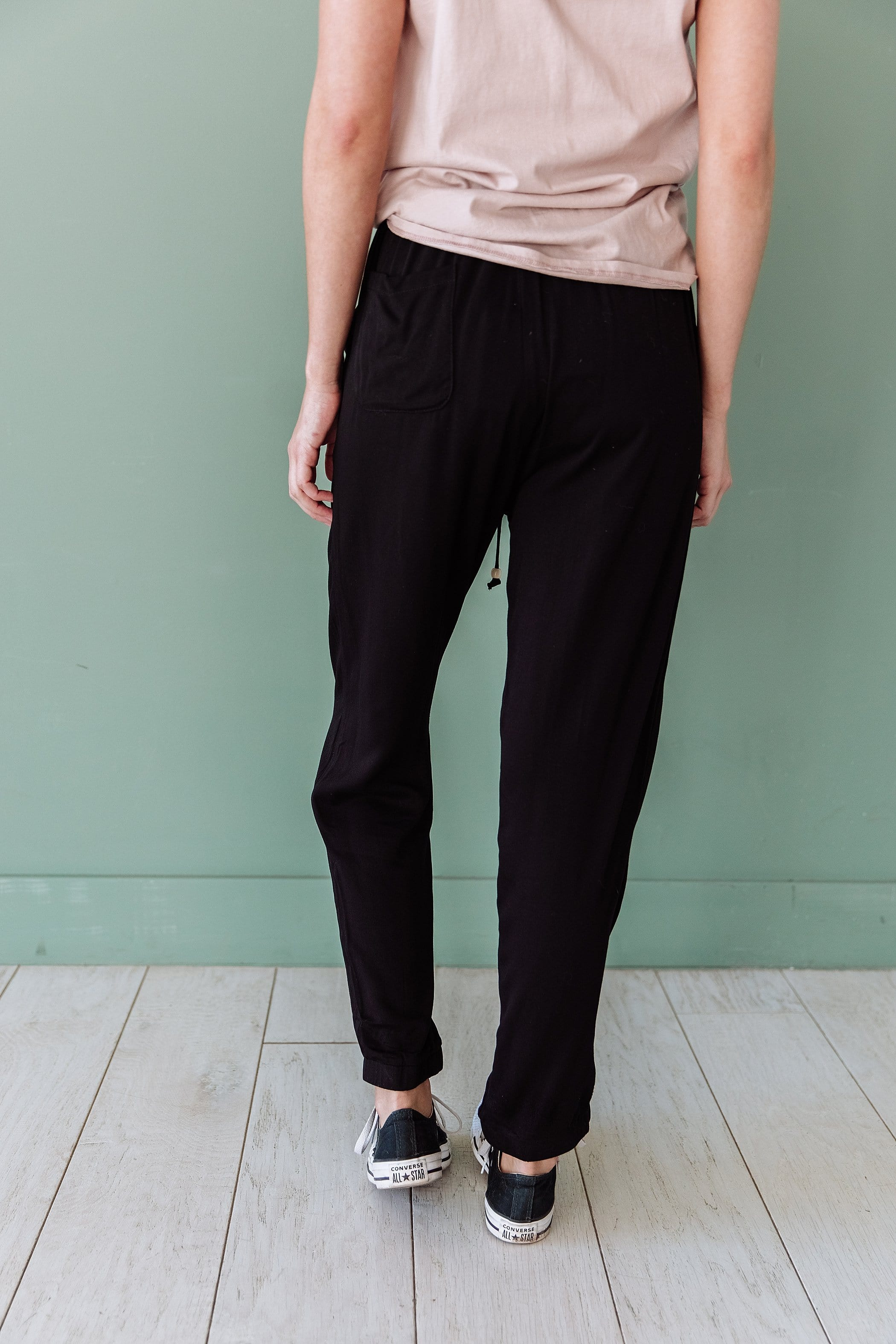 The Palau Tapered Pants in Black and Olive
