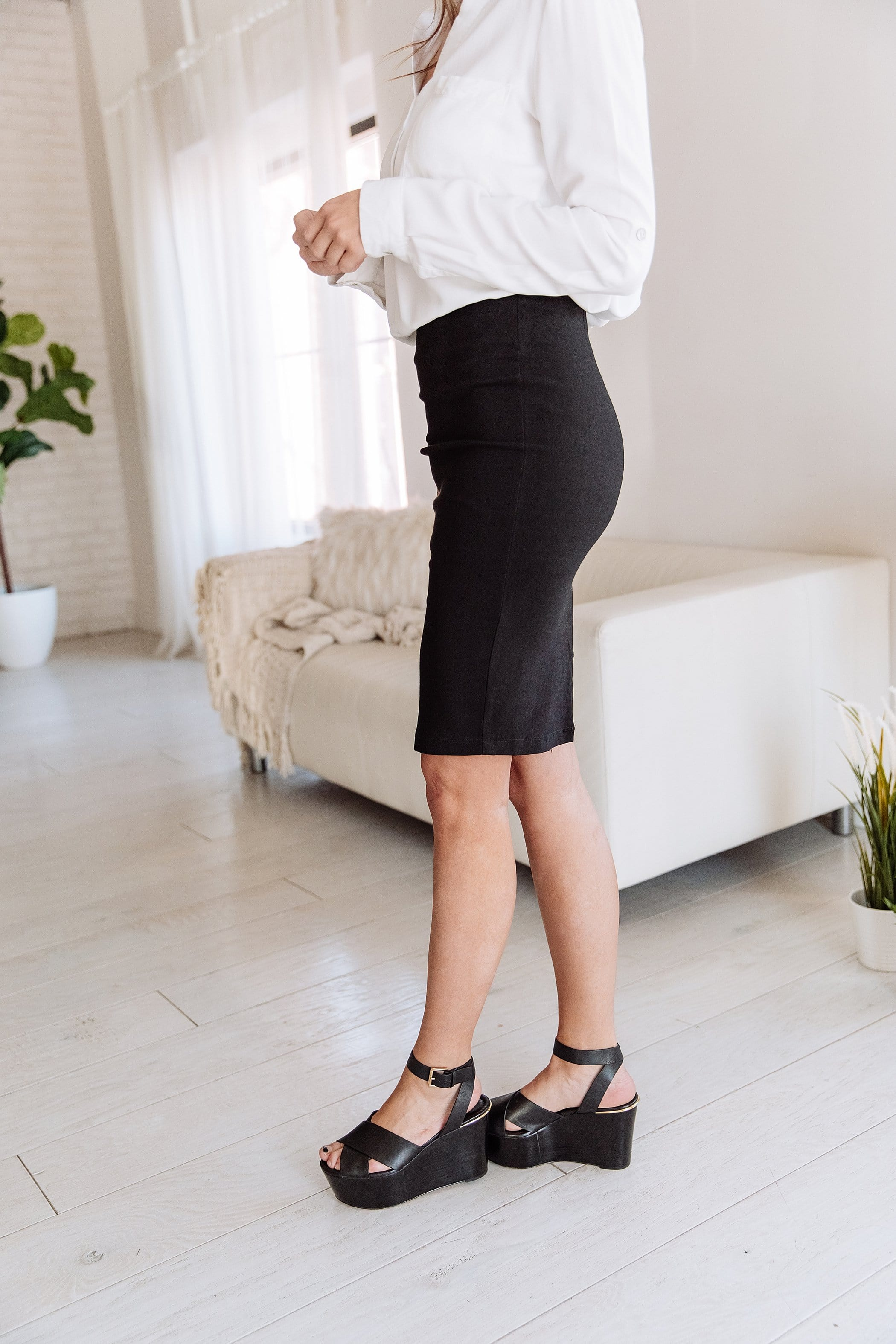The Keri Fitted Skirt in Black