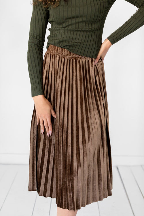 The Catrine Velvet Pleated Skirt in Mocha