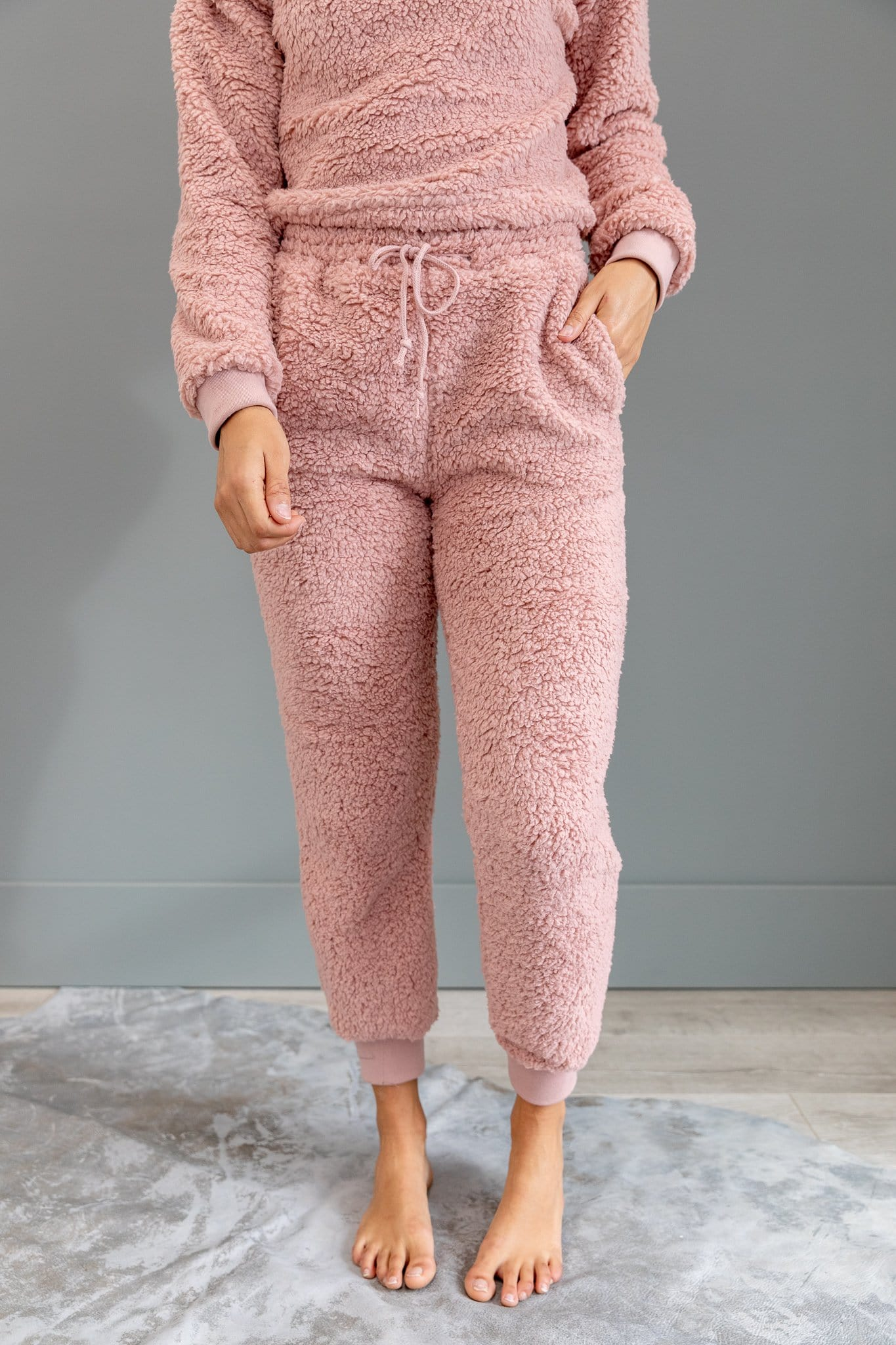 The Gabby Sherpa Lounge Set in Mauve