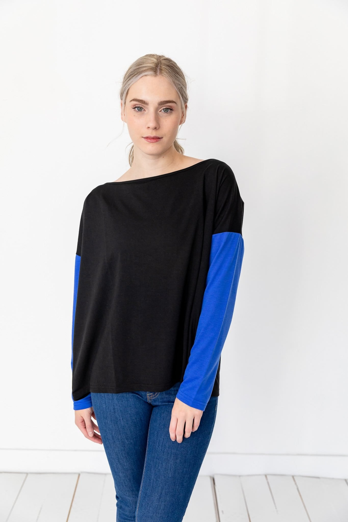 The Sonda Contrast Sleeve Top in Black