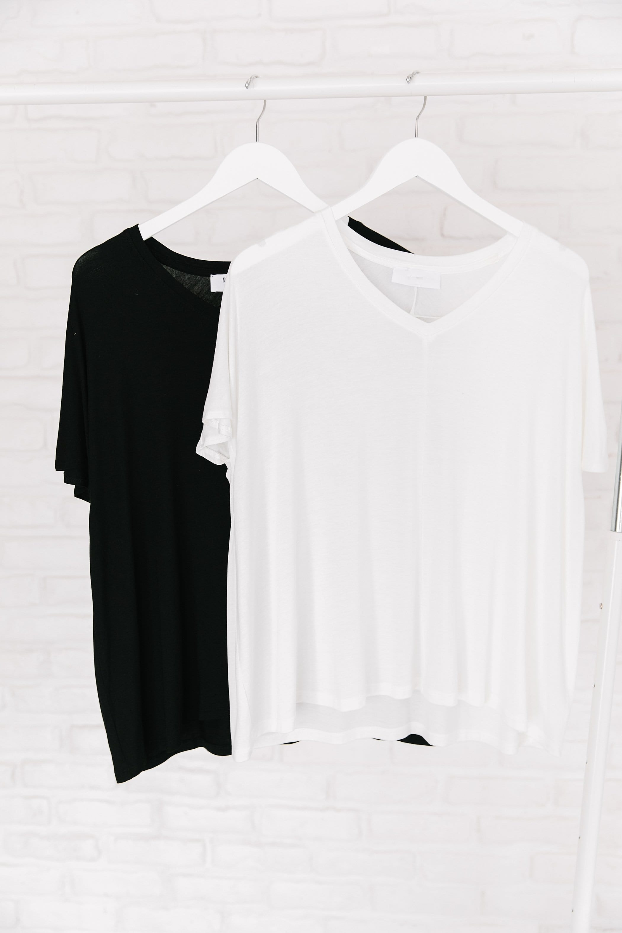 The Sula V Neck Top in Black and White