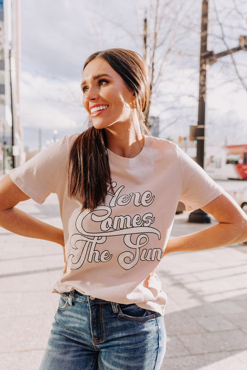 The Here Comes The Sun Graphic Top in Dusty Pink and White