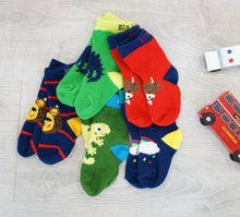 Load image into Gallery viewer, Blade & Rose pack of 5 bold coloured character socks
