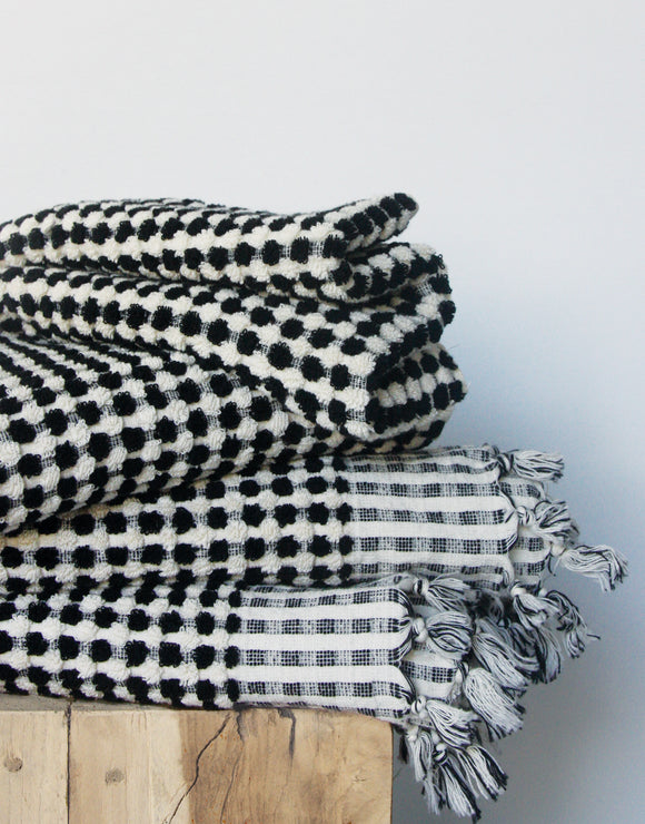 Wanderer Towel Collection in Black