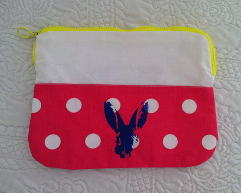 "Necessaire ""blue bunny on polka dotted pink fabric"""