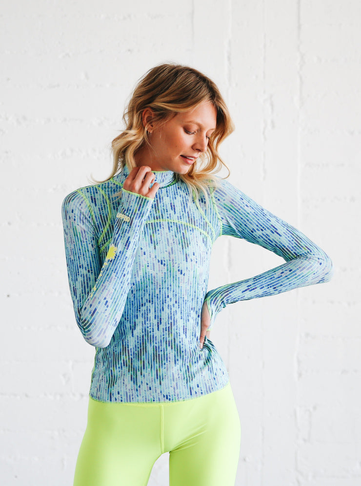 WOMEN'S PULLOVER RASH GUARD - BLUE MOSAIC