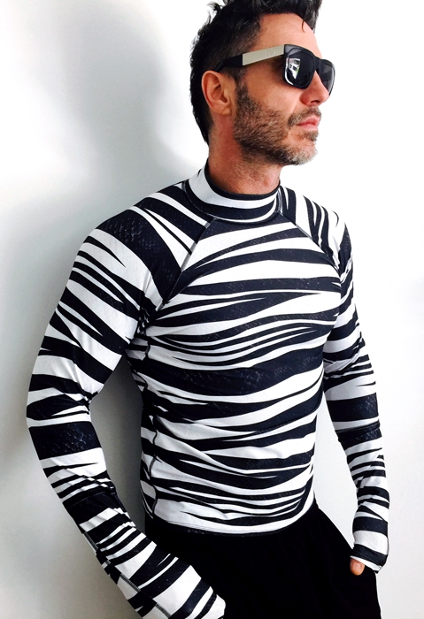 MEN'S PULLOVER RASH GUARD - BANDED SEA SNAKE