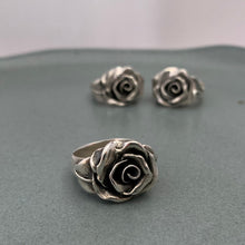 Load image into Gallery viewer, Rose ring