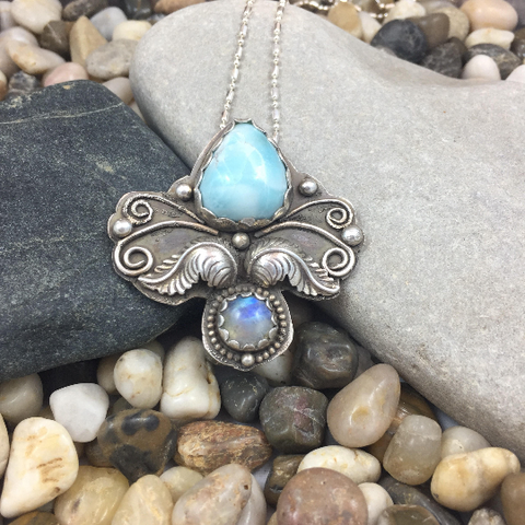 BLUE LABRADORITE AND OAK LEAVES PENDANT