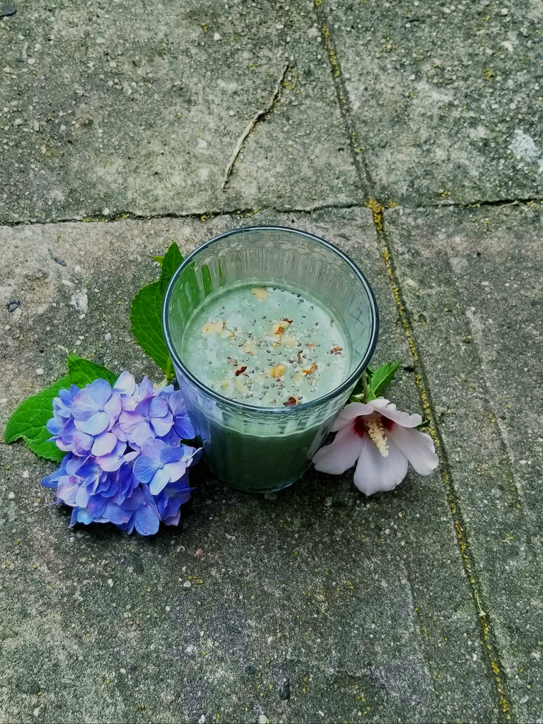 My Go-To Smoothie Recipe (flowers from my garden not included)